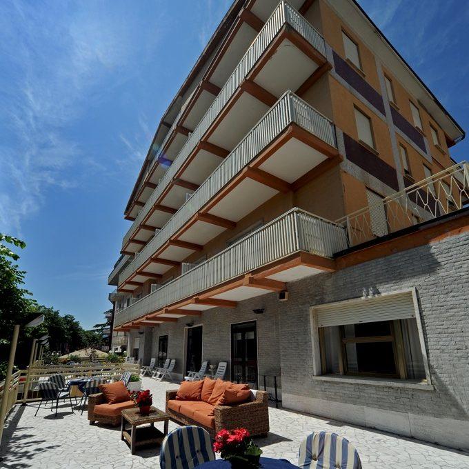 terrazzo con hotel